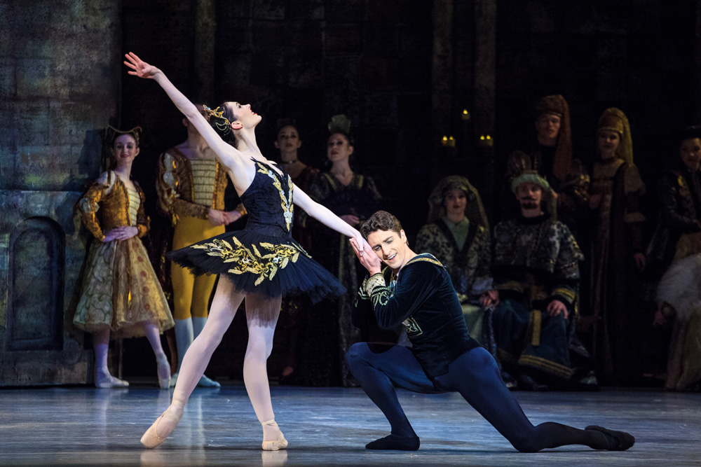 Principals Beckanne Sisk and Christopher Ruud in Swan Lake. Photo by Luke Isley