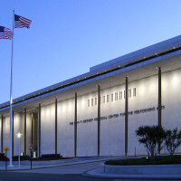 800px-Kennedy_Center_at_Dusk